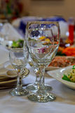 Wyśmienicie przygotowany i dekorujący jedzenie na stołowej restauraci obrazy stock