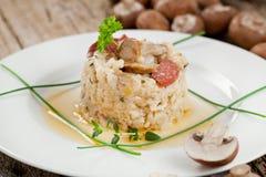 Wyśmienicie ryż z pieczarkami i rozmarynami, risotto fotografia royalty free