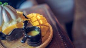 Wyśmienicie Słodki Mangowy Miękki Bingsu fotografia stock