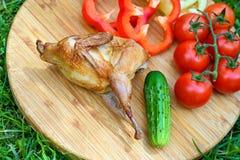 Wyśmienicie smażąca przepiórka z warzywami zdjęcia royalty free