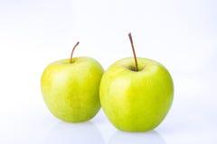 Wyśmienicie soczysty świeży zielony Apple na białym tle Zdjęcia Royalty Free