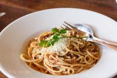 Wyśmienicie spaghetti z mięsem na bielu talerzu Zdjęcie Royalty Free