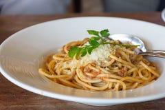 Wyśmienicie spaghetti z mięsem na bielu talerzu Obraz Royalty Free