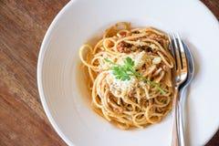 Wyśmienicie spaghetti z mięsem na bielu talerzu Zdjęcia Royalty Free
