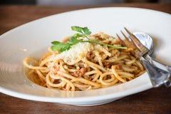 Wyśmienicie spaghetti z mięsem na bielu talerzu Fotografia Royalty Free