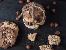 Wyśmienicie stos czekoladowego układu scalonego ciastka od wierzchołka zdjęcie stock