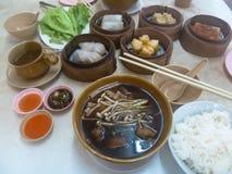 Wyśmienicie tajlandzki chińskiego stylu śniadaniowy składać się z bak Kut Fotografia Stock