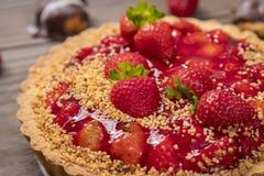 Wyśmienicie truskawka tort na stole fotografia royalty free