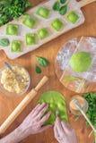 Wyśmienicie zielone kluchy z szpinaka ciastem faszerowali z serem carpaccio kuchni doskonale stylu życia, jedzenie luksus włoski Fotografia Royalty Free