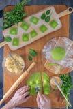 Wyśmienicie zielone kluchy z szpinaka ciastem faszerowali z serem carpaccio kuchni doskonale stylu życia, jedzenie luksus włoski Obraz Royalty Free
