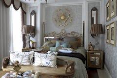 Wyśmienita luksusowa sypialnia w naturalnym świetle Obraz Stock