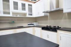 Wyśmienite nowe kuchni cechy nowoczesna kuchnia wewnętrznego Fotografia Royalty Free