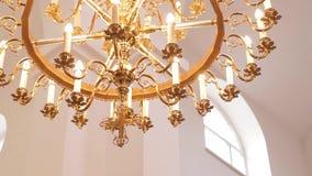 Wyśmienity świecznik po środku kościół zdjęcie wideo