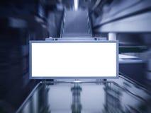 Wyśmiewający w górę sztandarów środków pokazu neonowego pudełkowatego znaka przy stacją Obraz Stock