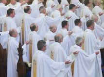 Wyświęcenie 15 Seminarians wewnątrz Deaconate przy Mynooth szkołą wyższa na 1st 2014 Czerwu Fotografia Stock