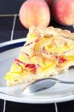 Wyśmienicie domowej roboty brzoskwinia kulebiak Obrazy Royalty Free