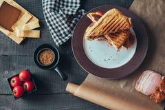 Wyśmienicie griled panini kanapka Odgórny widok zdjęcie stock