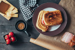 Wyśmienicie griled panini kanapka Odgórny widok Zdjęcia Stock