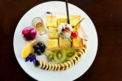 Wyśmienicie miodowy grzanki jedzenie dla lunchu fotografia stock