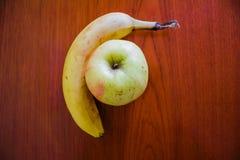 Wyśmienicie owoc na stole Obrazy Stock