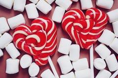 Wy?mienicie s?odcy lizaki i marshmallows fotografia royalty free