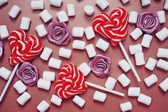 Wy?mienicie s?odcy lizaki i marshmallows obraz royalty free