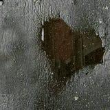 Wybój wypełniający z wodą, kałuża kierowy kształt z odbiciem, zdjęcie stock