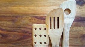 Wybór drewniani kucharstw narzędzia na tnącej desce Fotografia Royalty Free