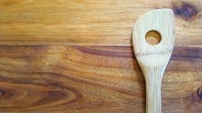Wybór drewniani kucharstw narzędzia na tnącej desce Obrazy Royalty Free