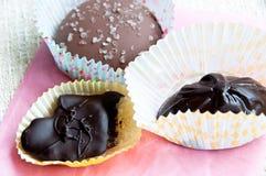 Wybór czekolady na menchia papierze Obrazy Stock
