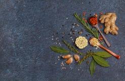 Wybór pikantność, warzywa, ziele i zielenie, Składniki f fotografia stock