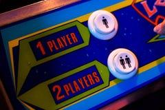 Wybiórka Jeden gracza lub Dwa graczów guzik Szczegół starej arkady wideo gra Obrazy Stock