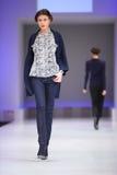 wybiegu mod wzorcowa unq spaceru odzież Obraz Stock