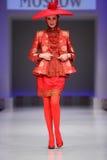 wybiegu slava kostiumu spaceru odzieży kobiety zaytzev Zdjęcia Royalty Free