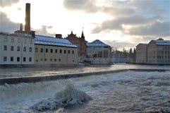 Wybielacz zimy słońce nad przemysłowym krajobrazem obraz stock