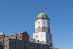 Wyborg, Russland am 3. September 2016: Turm von St. Olav und das Teil von der Wand Stockbild