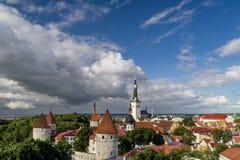 Wyborowy widok z lotu ptaka Stary miasteczko Tallinn i Estońska linia brzegowa przegapia zatokę Finlandia fotografia royalty free