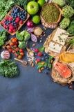 Wyboru asortyment zdrowy zrównoważony jedzenie dla serca, dieta obrazy stock