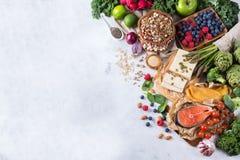 Wyboru asortyment zdrowy zrównoważony jedzenie dla serca, dieta zdjęcie stock