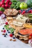 Wyboru asortyment zdrowy zrównoważony jedzenie dla serca, dieta fotografia stock