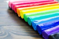 Wybrana ostrość kolorowa plastelina na drewnianym parterze Zdjęcia Royalty Free