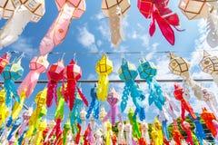 (Wybrana ostrość) Kolorowy tajlandzki stylowy lampion w Loy Kra paska fe Zdjęcia Royalty Free