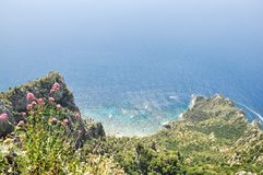 Wybrzeże i widok na ocean w Capri obrazy stock