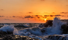Wybrzeże morze kaspijskie przy wschodem słońca Zdjęcia Stock