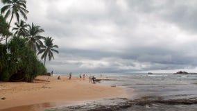 Wybrzeże ocean w chmurnym pogodowym Hikkaduwa, Sri lanki timelapse zbiory wideo