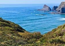 Wybrzeże Odeiceixe przy Algarve regionem Portugalia zdjęcia stock