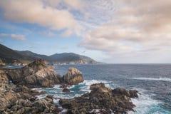 Wybrzeże Pacyfiku w Dużym Sura, Kalifornia Obrazy Royalty Free
