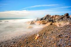 Wybrzeże z colour kamieniami obrazy royalty free