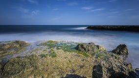 Wybrzeże z skałami Fotografia Royalty Free