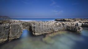Wybrzeże z skałami Obrazy Royalty Free